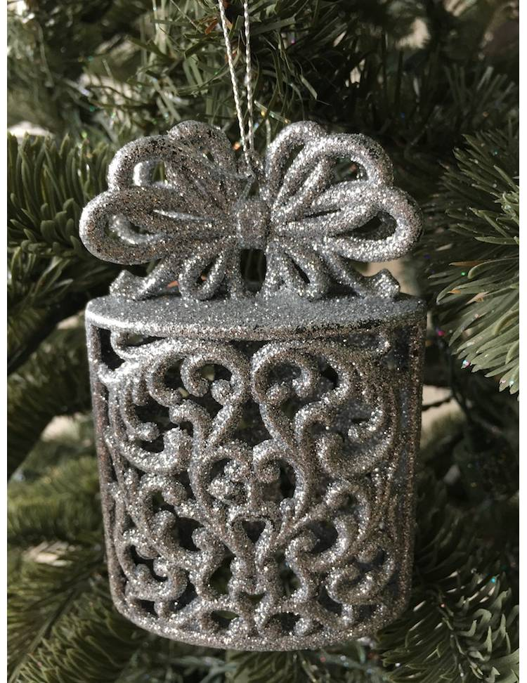 Ёлочное украшение Открытая подарочная коробка в блёстках серебро, 11 см