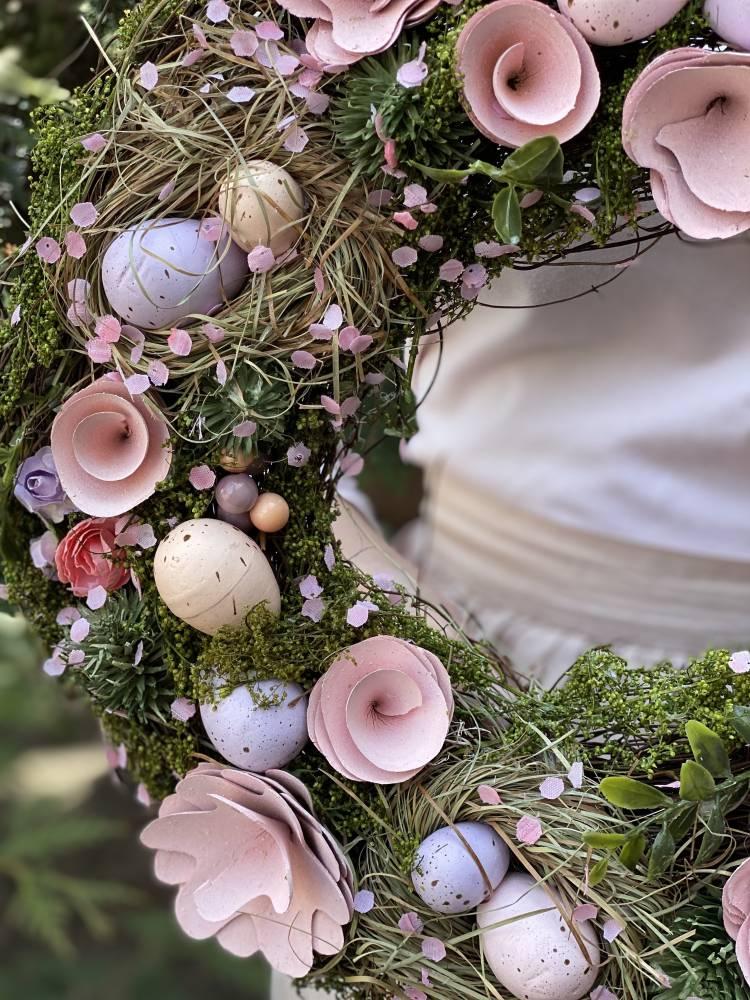 Декоративный пасхальный венок розовый