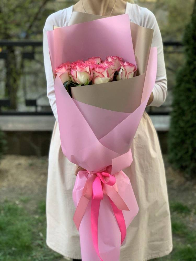Букет 11 роз Джумилия