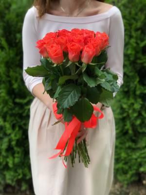 Букет 21 коралловая роза - заказ и доставка цветов Киев