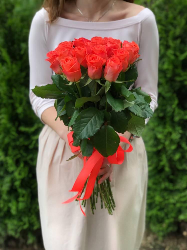 Букет 21 коралова троянда