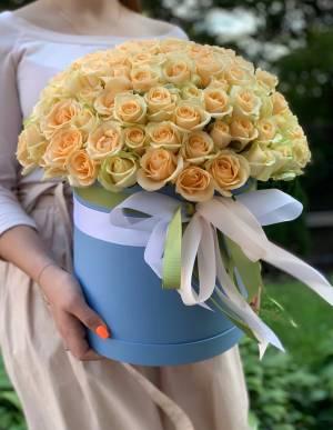 101 персиковая роза в шляпной коробке - заказ и доставка цветов Киев