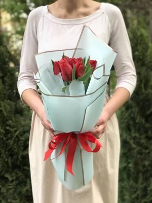 Букет 9 красных тюльпанов - заказ и доставка цветов Киев