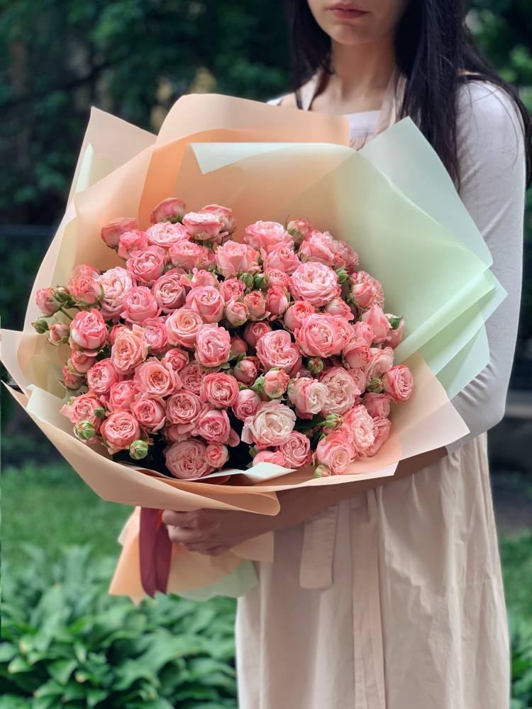 Букет 21 роза спрей розовая