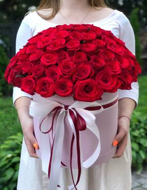 101 красная роза в шляпной коробке - заказ и доставка цветов Киев