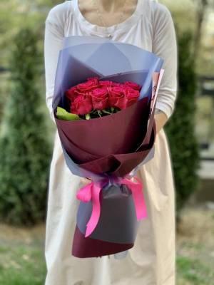Букет 11 малиновых роз - заказ и доставка цветов Киев