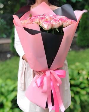 Букет 51 роза Джумилия в упаковке - заказ и доставка цветов Киев