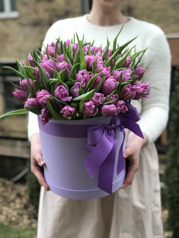 101 лиловый пионовидный тюльпан в коробке