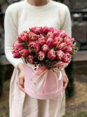 51 pink peony tulips in a hat box - заказ и доставка цветов Киев