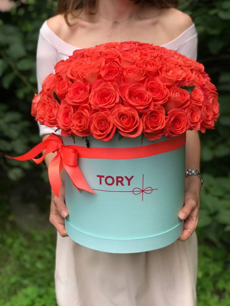 101 коралловая роза в шляпной коробке