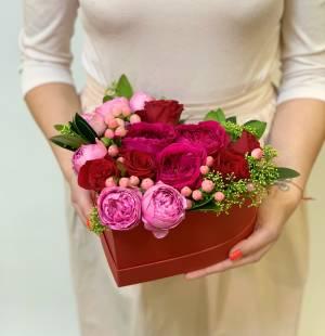 Троянди в коробці