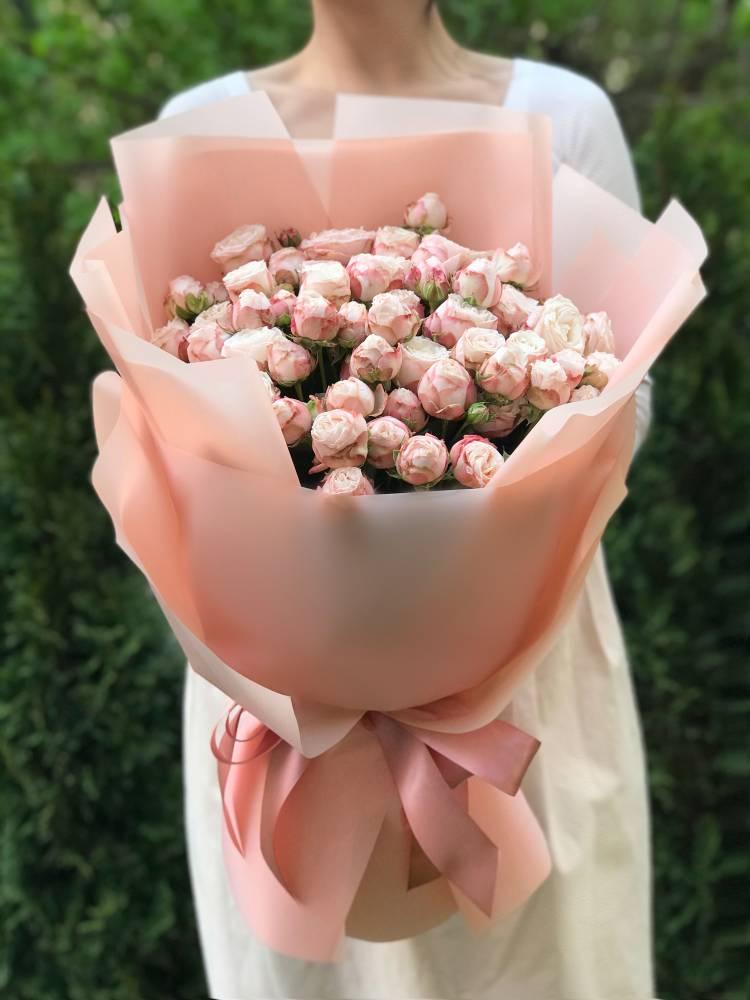 Букет 21 роза спрей кремовая