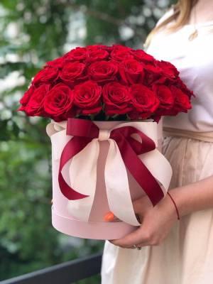51 красная роза в шляпной коробке - заказ и доставка цветов Киев