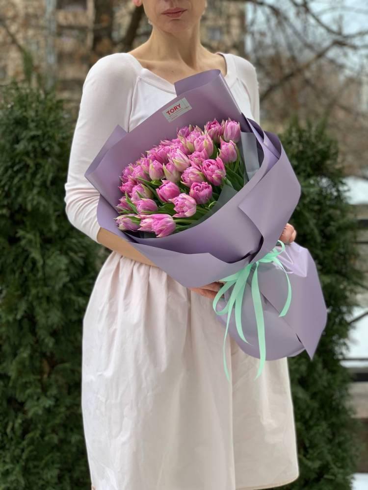 Букет 35 лиловых пионовидных тюльпанов