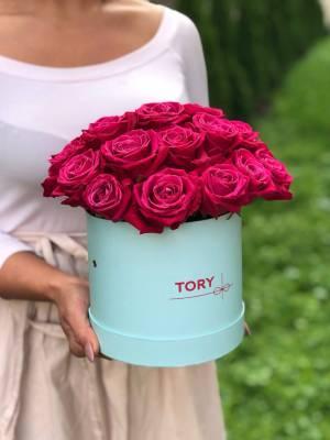 21 малиновая роза в шляпной коробке - заказ и доставка цветов Киев
