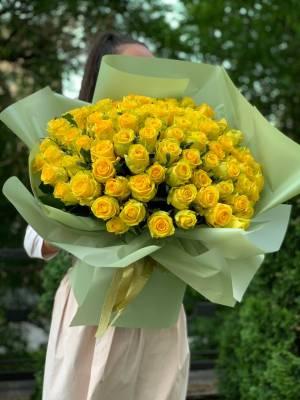 Букет 101 Желтая  роза в упаковке - заказ и доставка цветов Киев