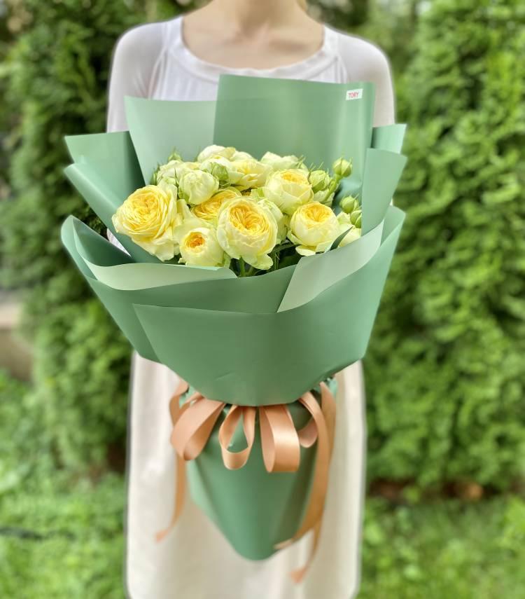 Букет 5 роз спрей Пиони Баблс