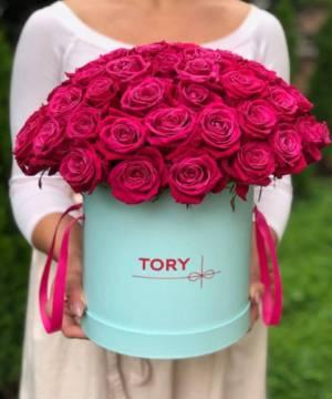 51 малиновая роза в шляпной коробке - заказ и доставка цветов Киев