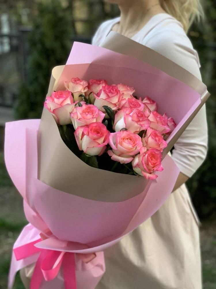 Букет 15 роз Джумилия