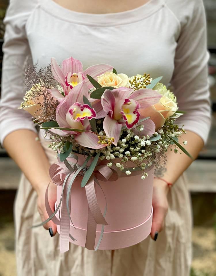 """Цветы в коробке """"Розовый водопад"""""""