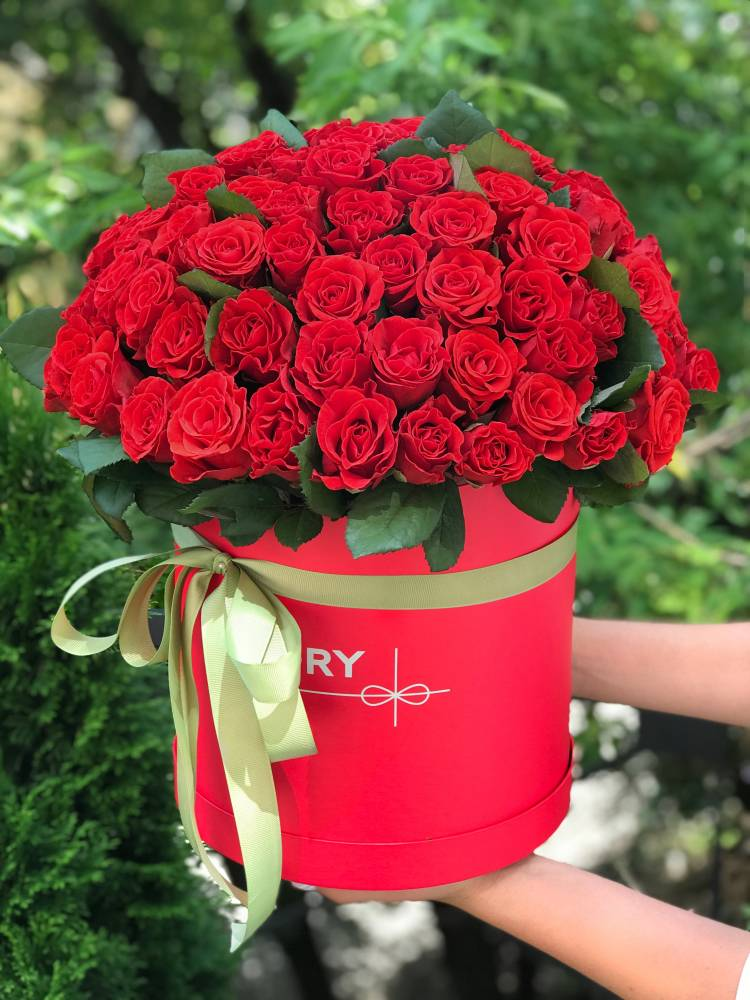 101 red roses El Toro in a hatbox