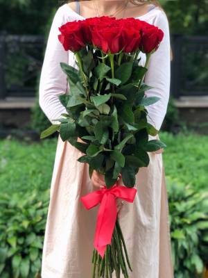 Букет 21 красная импортная роза, 80 см - заказ и доставка цветов Киев