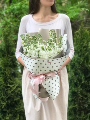 Букет 11 белых маттиол - заказ и доставка цветов Киев