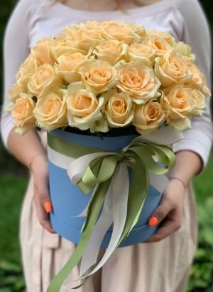 51 персиковая роза в шляпной коробке - заказ и доставка цветов Киев