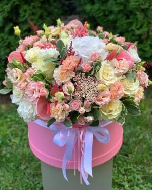 ЦВЕТЫ В КОРОБКЕ ВЕНЕРА МИЛОССКАЯ - заказ и доставка цветов Киев
