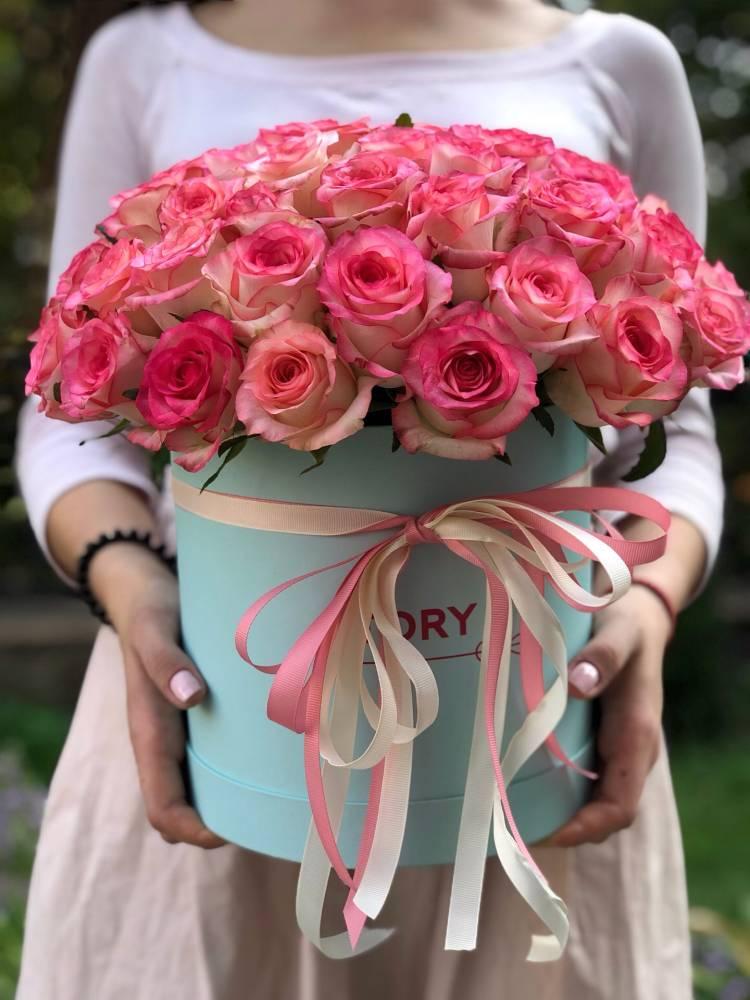51 роза Джумилия в шляпной коробке