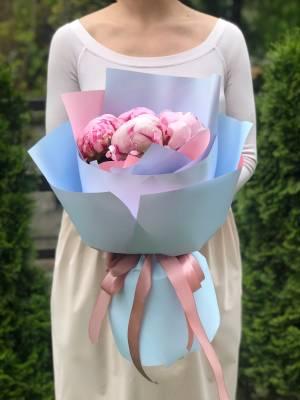Букет 5 розовых пионов - заказ и доставка цветов Киев