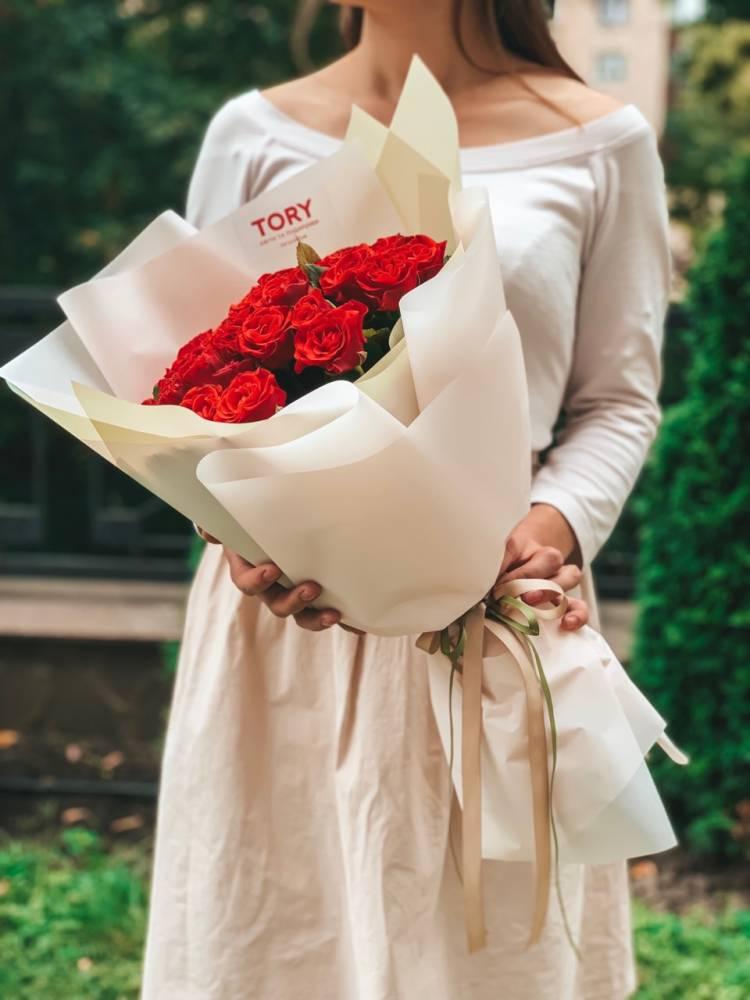 Букет 51 роза Эль Торо в упаковке