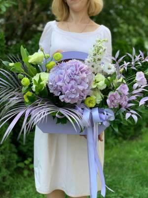 ЦВЕТЫ В КОРОБКЕ МЛЕЧНЫЙ ПУТЬ - заказ и доставка цветов Киев