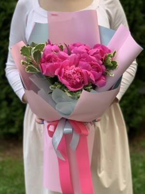 Букет 11 розовых пионов - заказ и доставка цветов Киев