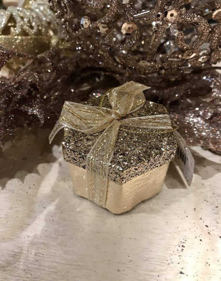 """Ёлочное украшение """"Коробка с подарками"""" с блёстками, в ассортименте, золото, 5 см"""