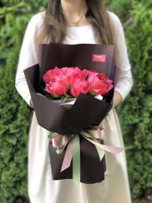 Букет 7 коралловых пионов - заказ и доставка цветов Киев