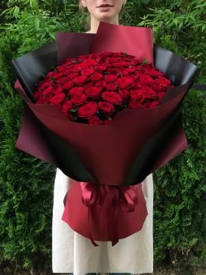 Букет 101 красная роза в упаковке - заказ и доставка цветов Киев