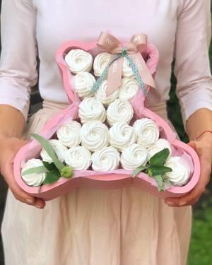 Сладости в фигурной коробке - заказ и доставка цветов Киев