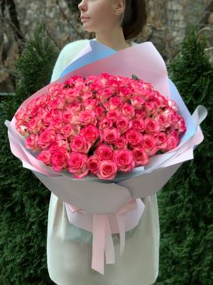 Букет 101 роза Джумилия в упаковке - заказ и доставка цветов Киев