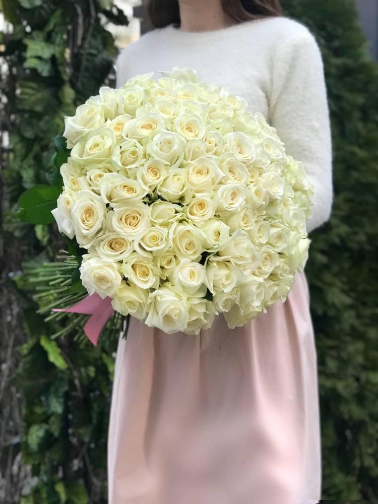 Букет 101 белая роза Аваланч
