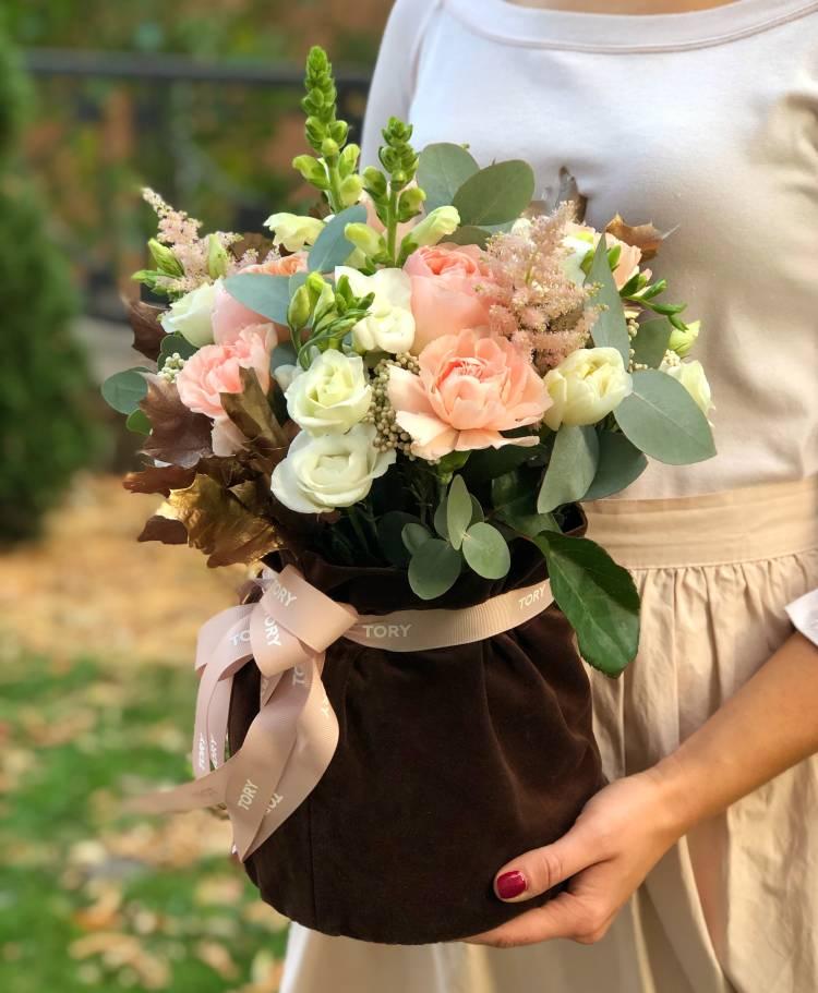 Квіти в оксамитовому мішку