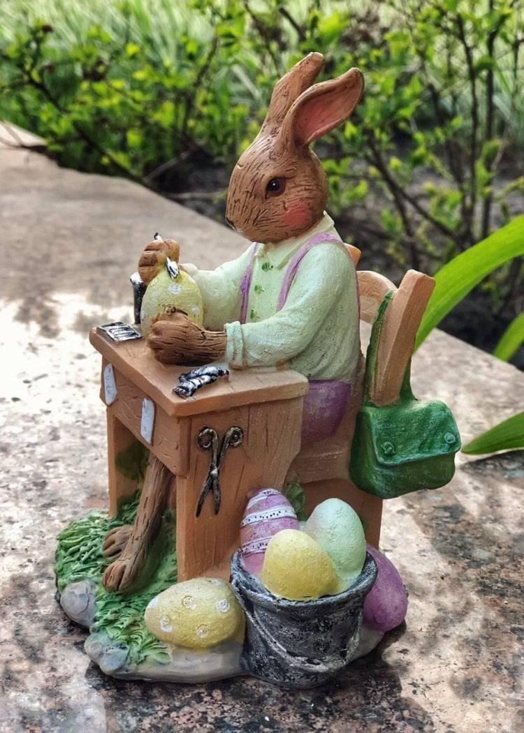 Кролик на крафт-столе, сиреневый / желтый, 14см