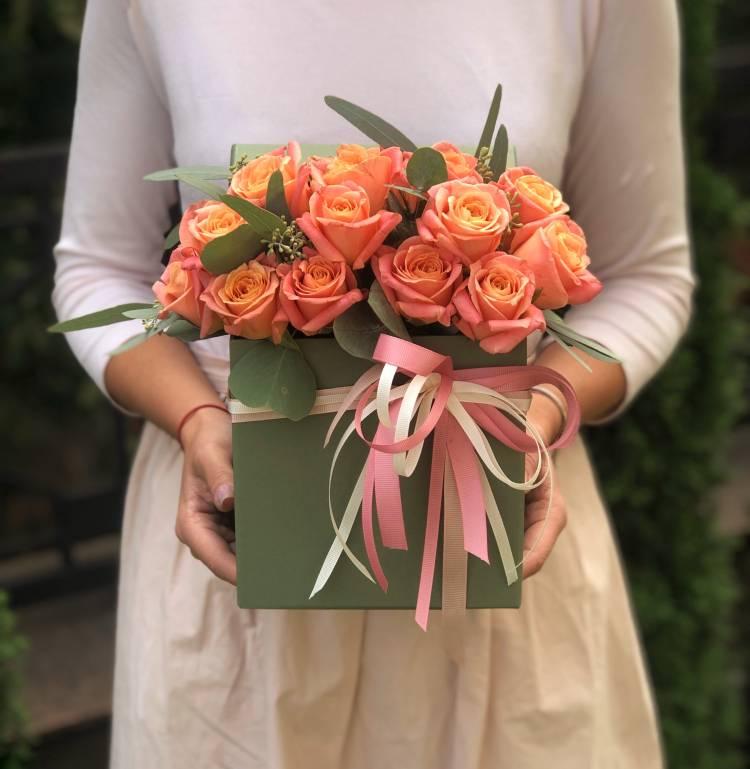 """Розы в коробке """"Источник вдохновения"""""""