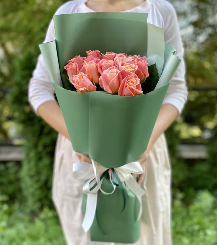 Букет 15 янтарных роз в упаковке