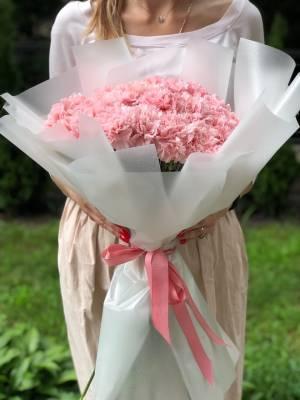 Букет 35 гвоздик в упаковке - заказ и доставка цветов Киев