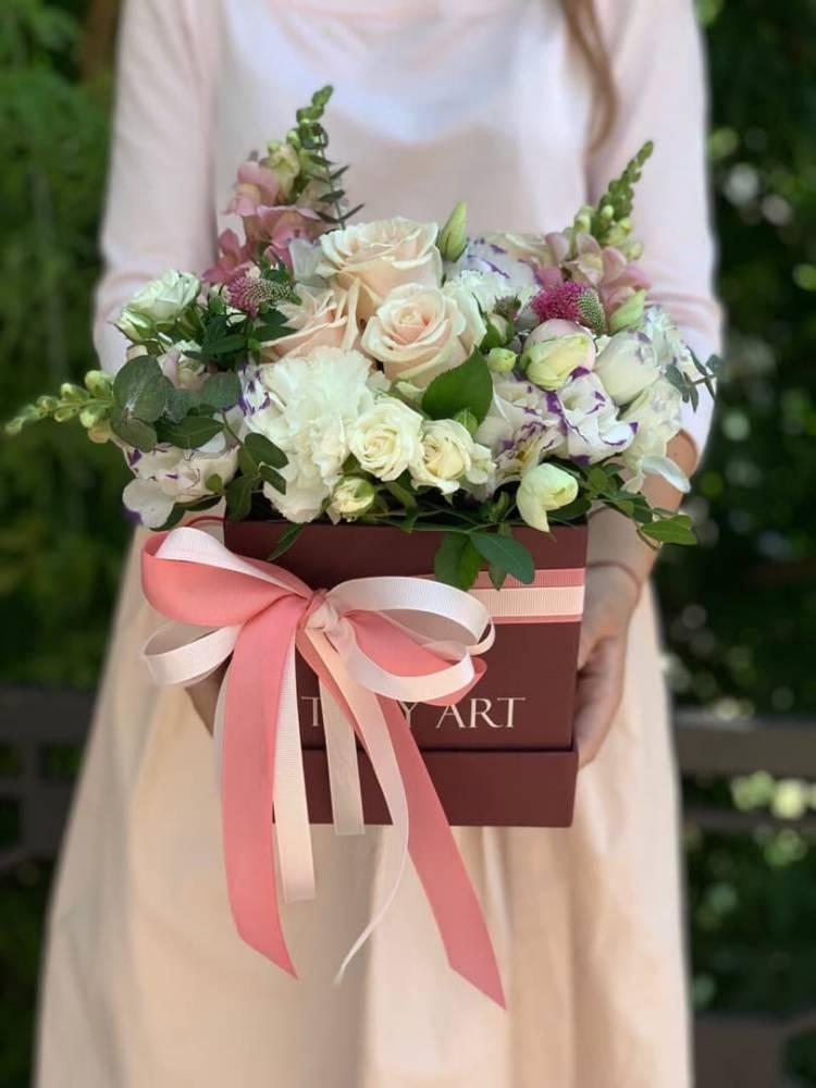 """Цветы в коробке """"Нежность цвета"""""""